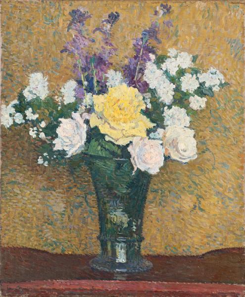Roses et fleurs violettes dans le vase en verre